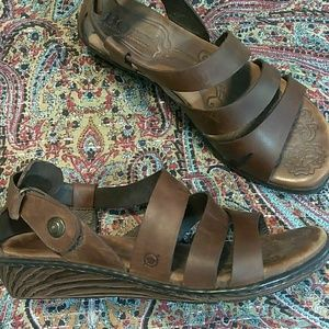 Born brown leather ankle wrapped sandals size 8